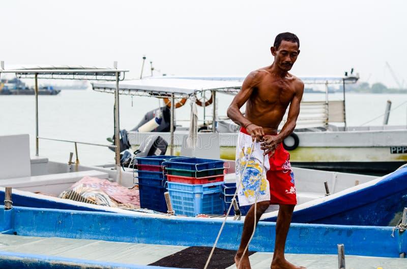 槟榔岛,马来西亚渔夫被停泊的渔船 免版税图库摄影