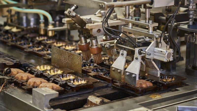 槭树事假曲奇饼的生产 免版税库存图片