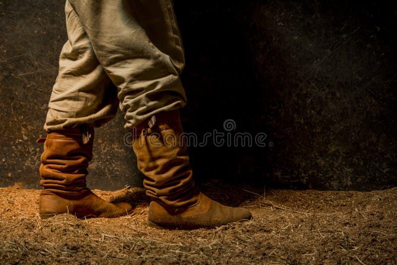槽枥的农夫 库存图片