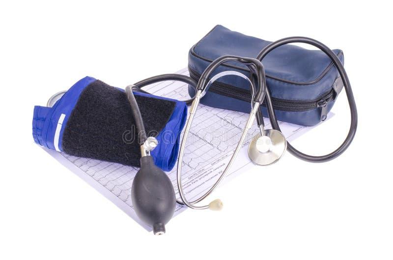 模式血压米tonometer和笔记薄在医疗图表,诊断背景  Healt概念 图库摄影