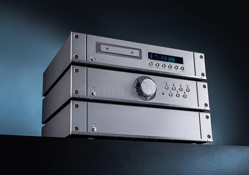模式音乐立体声声频放大器和条频器 库存照片
