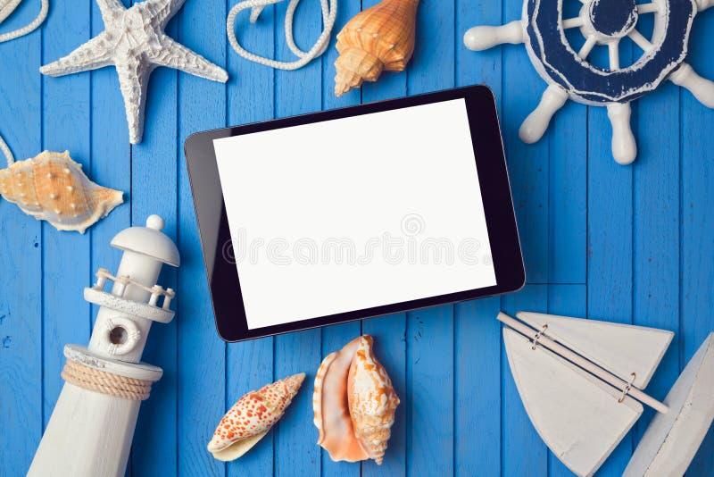 模板的暑假数字式片剂嘲笑app介绍的 在视图之上 库存照片