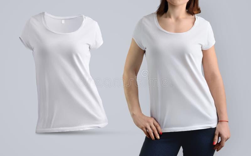 模板设置了与在白色T恤杉的亭亭玉立的女性模型和嘘 免版税库存图片