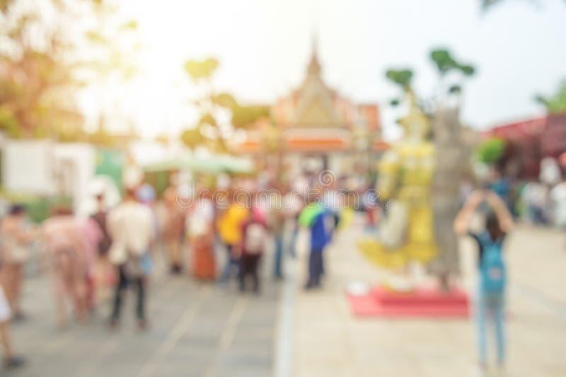 模糊的照片,游人人群郑王寺寺庙的 曼谷泰国 免版税库存照片