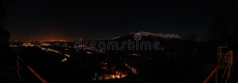 横向全景山的晚上 免版税库存照片