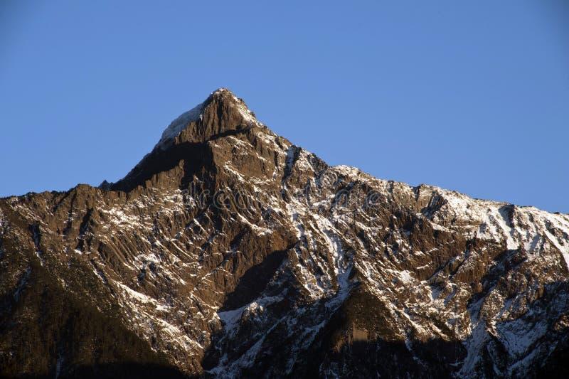 横向山雪台湾 库存照片