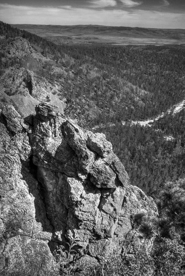 Download 横向岩石 库存照片. 图片 包括有 陡峭, 场面, 视图, 投反对票, 对比, 森林, 土坎, 岩石, 石头 - 15693908