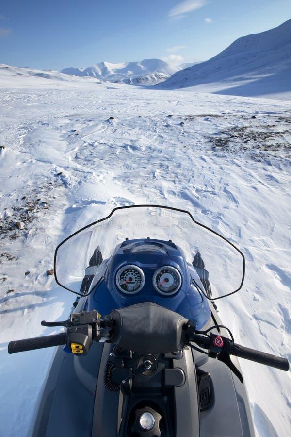 横向雪上电车冬天 库存照片