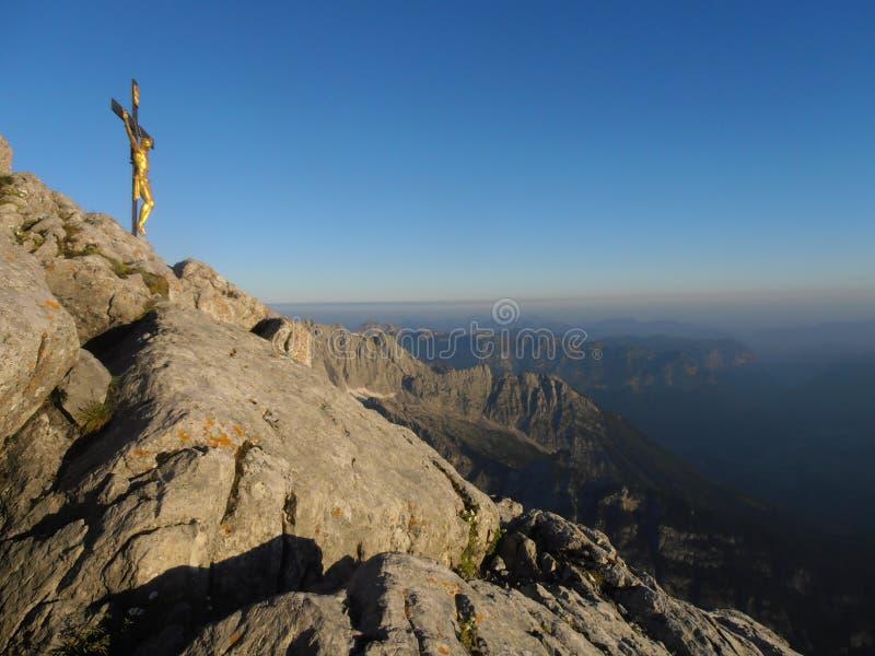 横渡中间峰顶的瓦茨曼 免版税库存照片