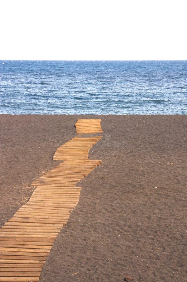 横渡沙子的一条木道路 库存照片