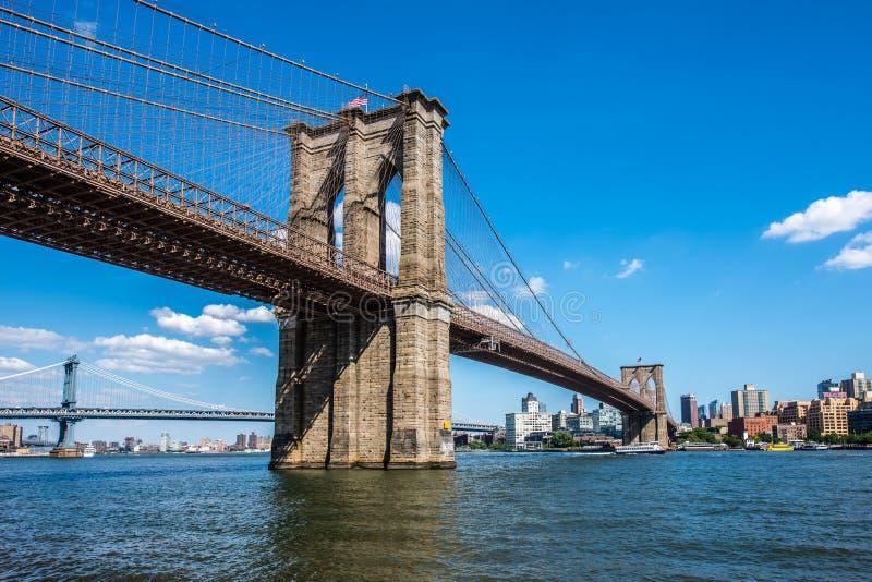 横渡East河的布鲁克林和曼哈顿桥梁 免版税库存照片