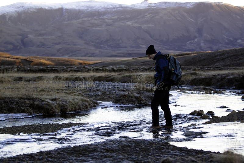 横穿人河 库存图片