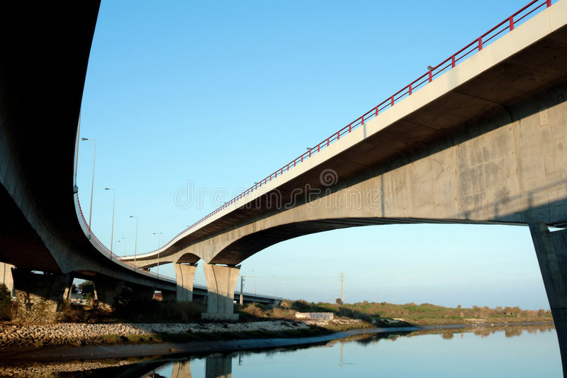 横穿高速公路高架桥 库存图片