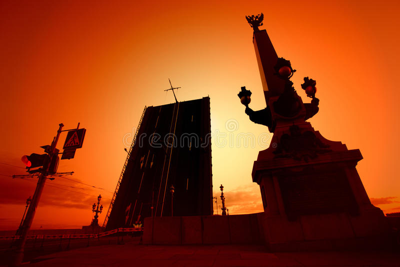 横跨内娃河的开头桥梁在圣彼德堡 库存图片