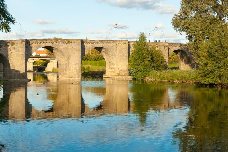 横跨奥德省河的古老石桥梁 免版税图库摄影