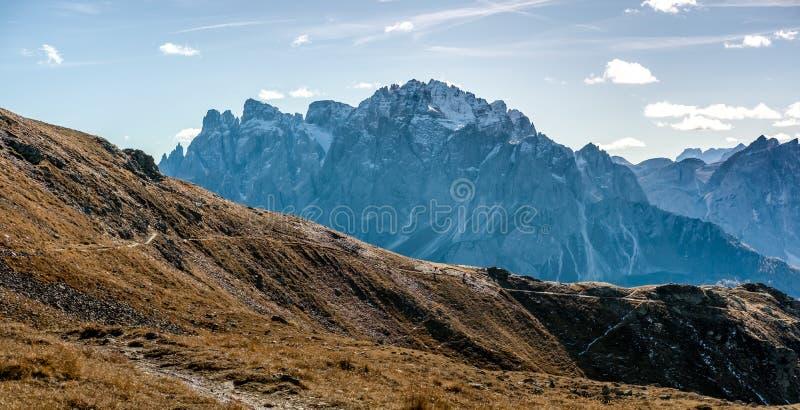横跨山高原的足迹 免版税库存照片