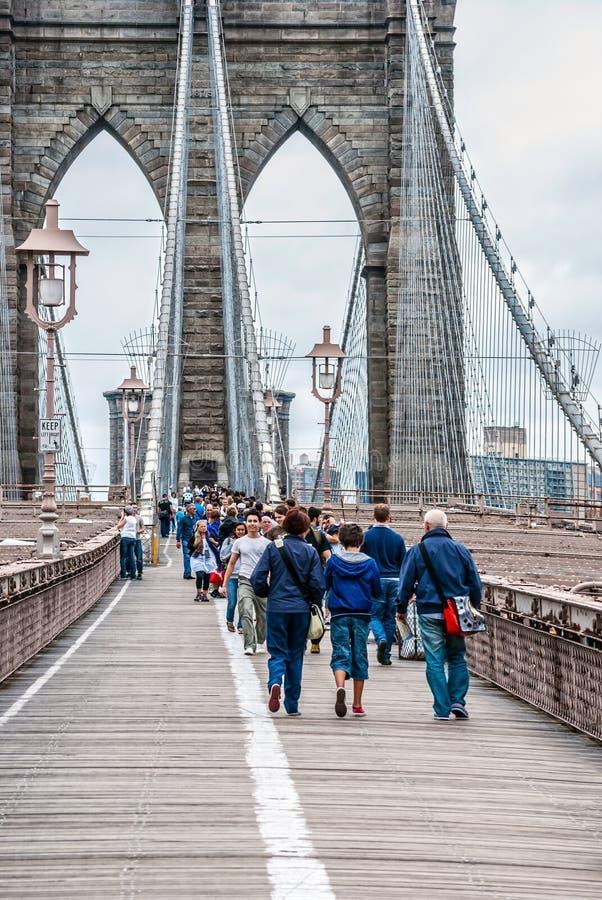 横跨布鲁克林大桥的步行 免版税库存照片