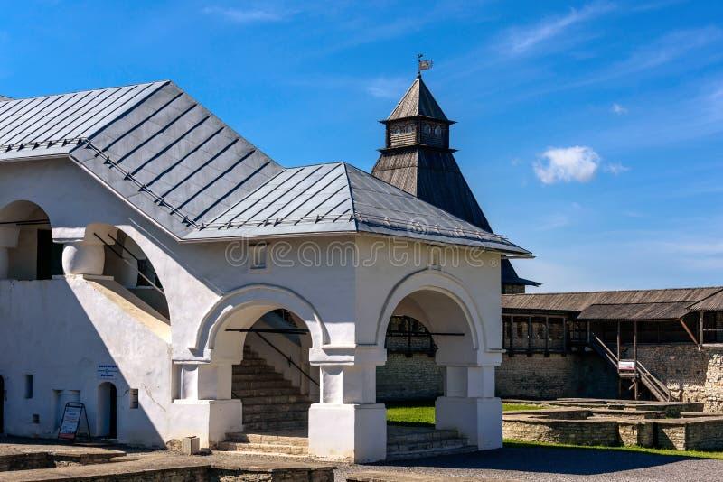 横跨普斯克夫走克里姆林宫的疆土 图库摄影