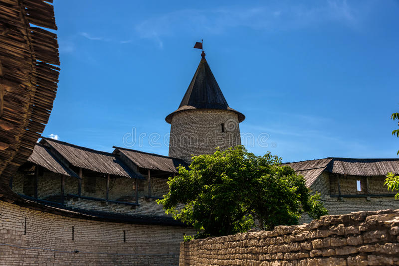 横跨普斯克夫走克里姆林宫的疆土 库存照片