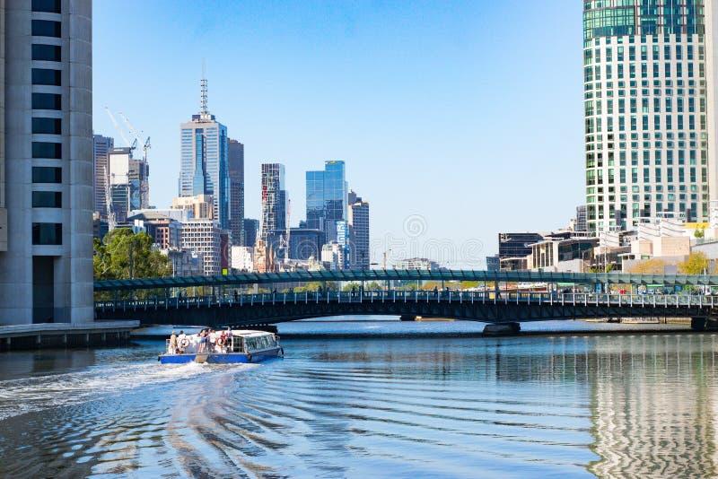 横跨河yarra的看法对从Southbank采取的墨尔本市 免版税库存照片