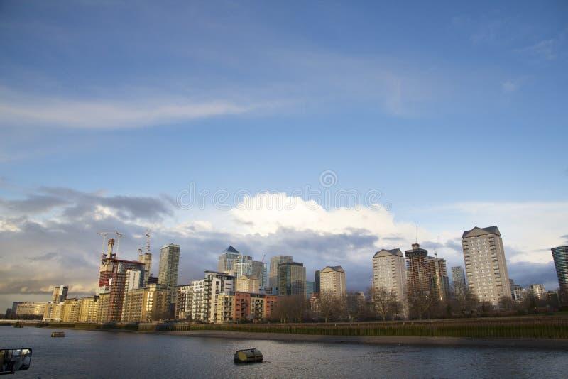 横跨泰晤士河的伦敦都市风景以金丝雀码头,伦敦,英国,英国,2017年5月20日为目的 免版税图库摄影