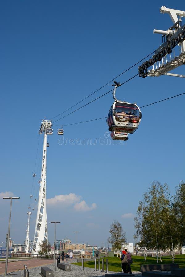 横跨泰晤士河的缆车在格林威治,伦敦,英国 库存图片
