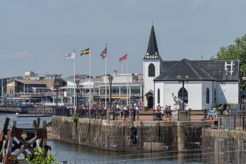 横跨港口前面的看法,前景的挪威教会维多利亚艺术中心 免版税库存图片