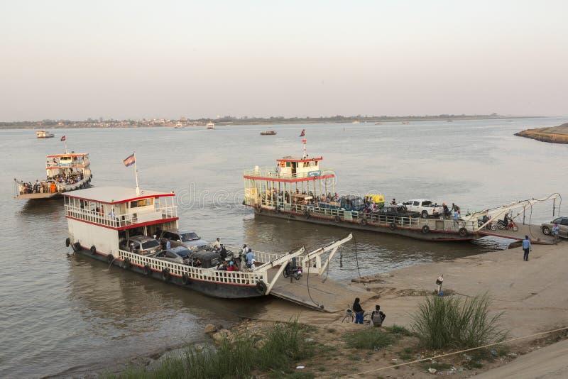 横跨湄公河的渡轮 免版税库存照片
