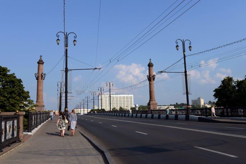 横跨西Dvina的基洛夫桥梁在维帖布斯克 免版税库存图片