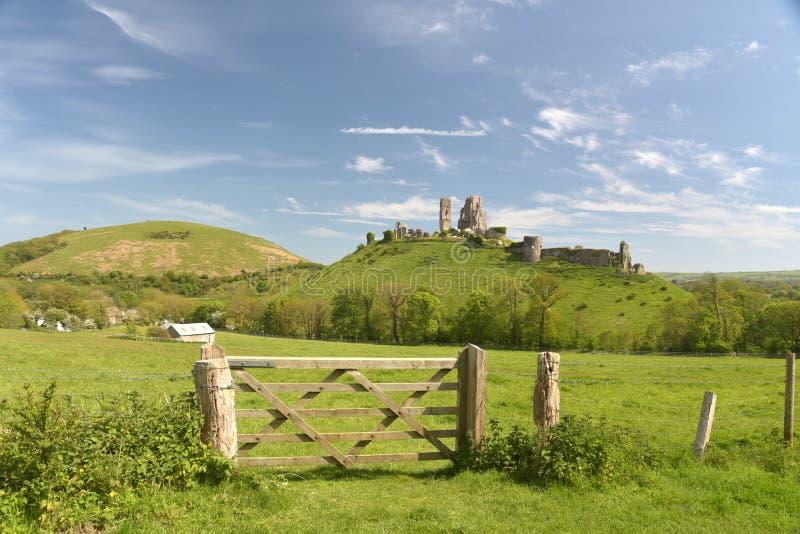 横跨领域被看见的Corfe城堡,多西特 免版税库存照片