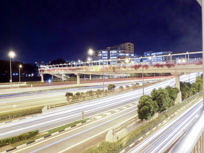 横跨高速公路/高速公路,新加坡的桥梁 库存图片
