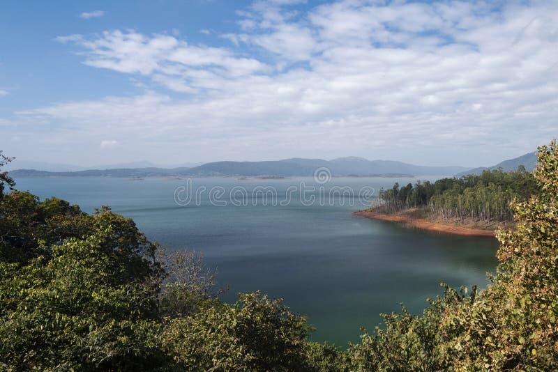 横跨Kalinadi或卡利河被建造的Supa水坝在卡纳塔克邦状态在印度 库存图片