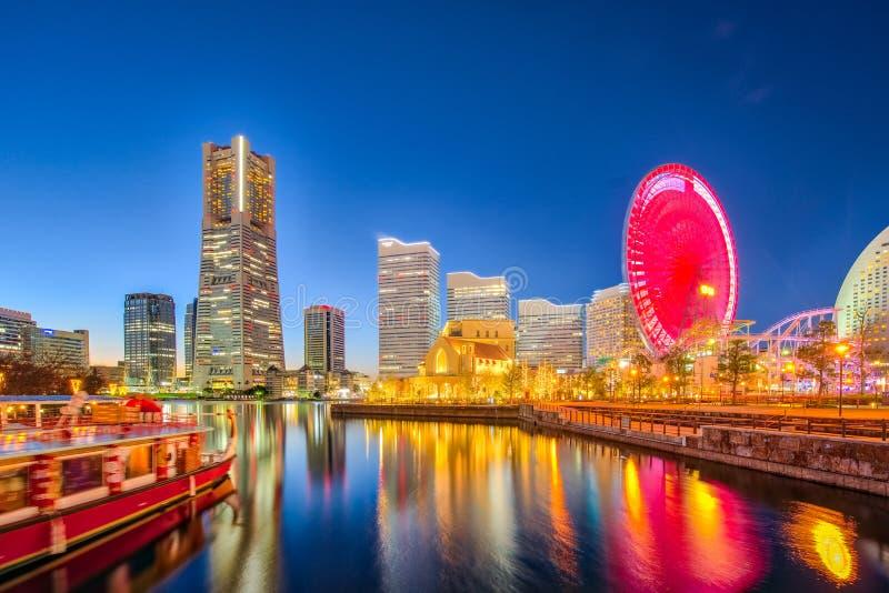 横滨横滨市在晚上,日本地平线和都市风景  库存照片