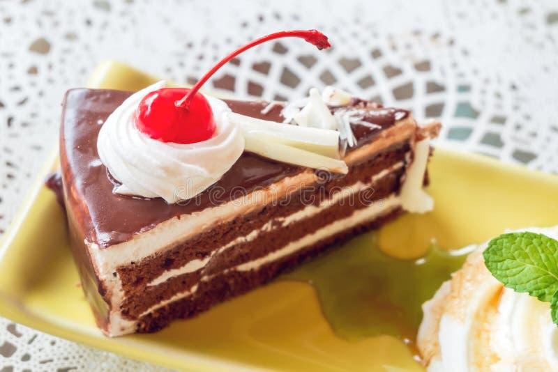 樱桃和巧克力蛋糕 库存照片