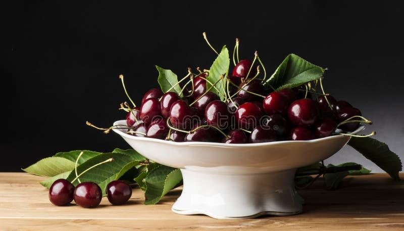 樱桃收集果子蔬菜叶 免版税库存照片