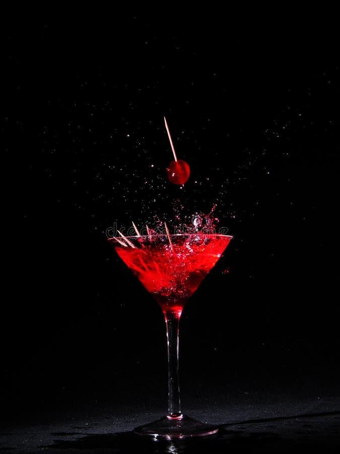 樱桃玻璃马蒂尼鸡尾酒 免版税库存图片