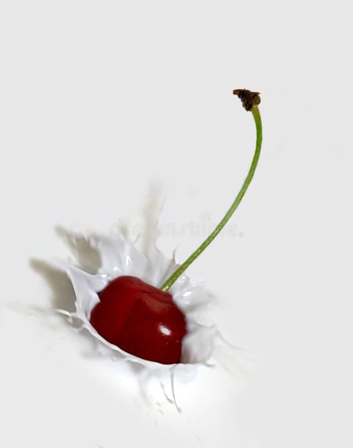 樱桃飞溅 免版税库存照片