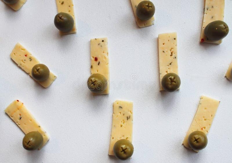 绿橄榄和乳酪 免版税库存图片