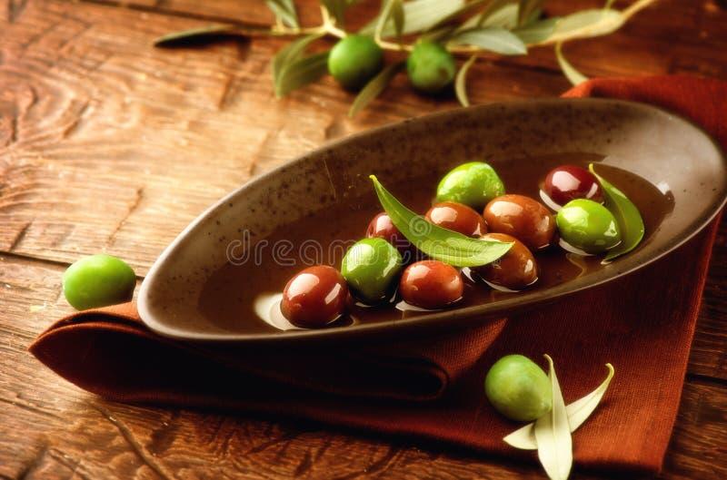 橄榄和橄榄油 库存照片