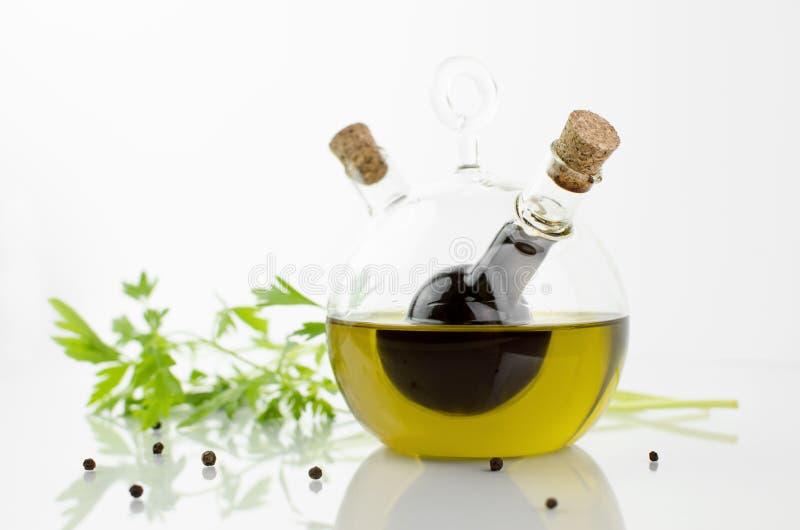 橄榄油和醋瓶 库存照片