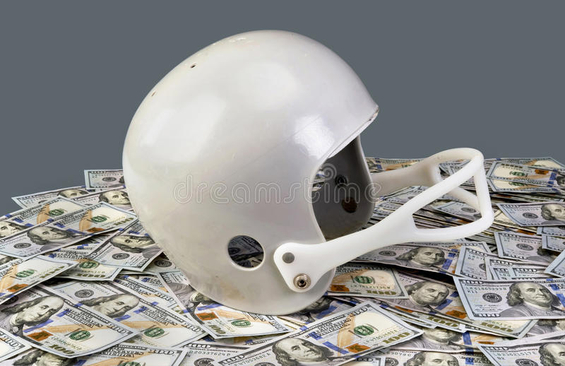 橄榄球和金钱 库存图片