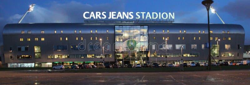 橄榄球场汽车牛仔裤在海牙的骚扰小室Haag的家充当与光的荷兰荷兰足球甲级联赛  库存图片