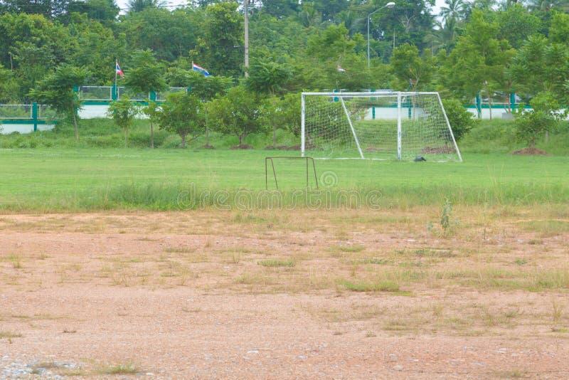 橄榄球场贫寒在有拷贝空间的乡下增加文本 免版税库存照片