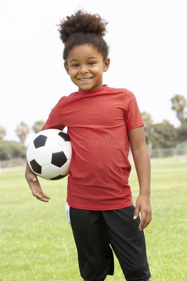 橄榄球女孩小组年轻人 免版税库存照片