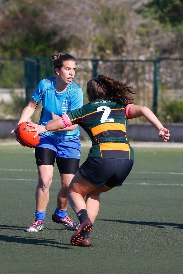 橄榄球妇女匹配playgame垂直 图库摄影