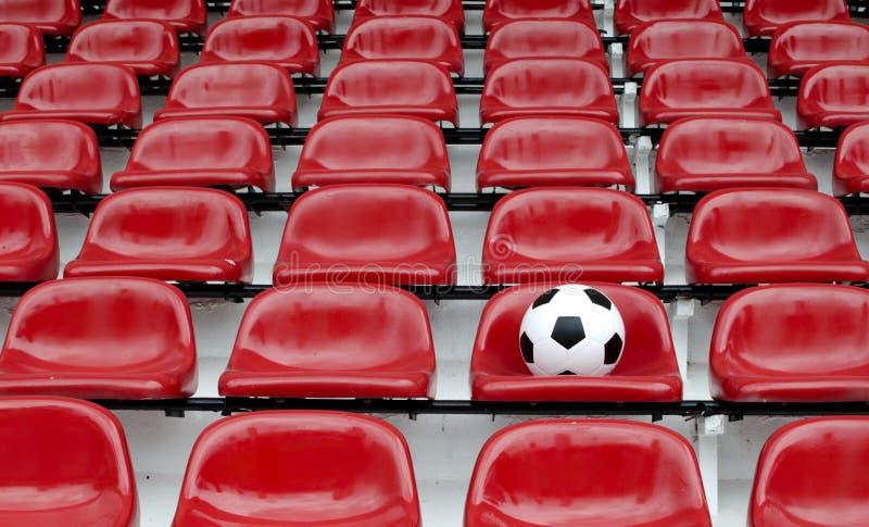 橄榄球计算红色行位子体育场 库存照片