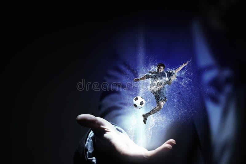 橄榄球赛爱好者 混合画法 库存照片