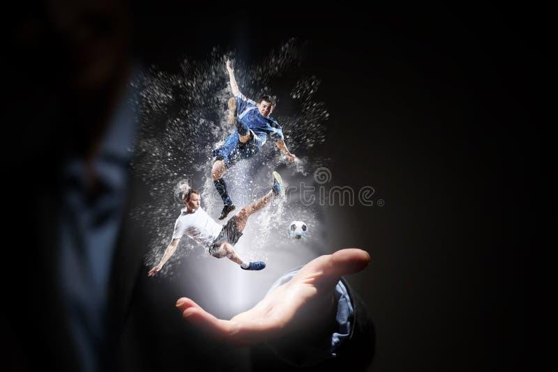 橄榄球赛爱好者 混合画法 免版税图库摄影