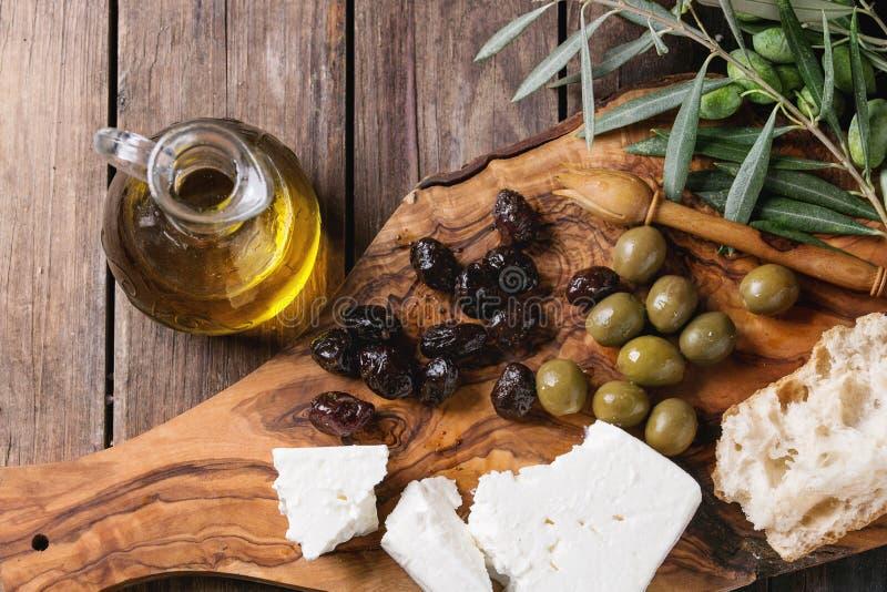 橄榄用希腊白软干酪和面包 库存图片