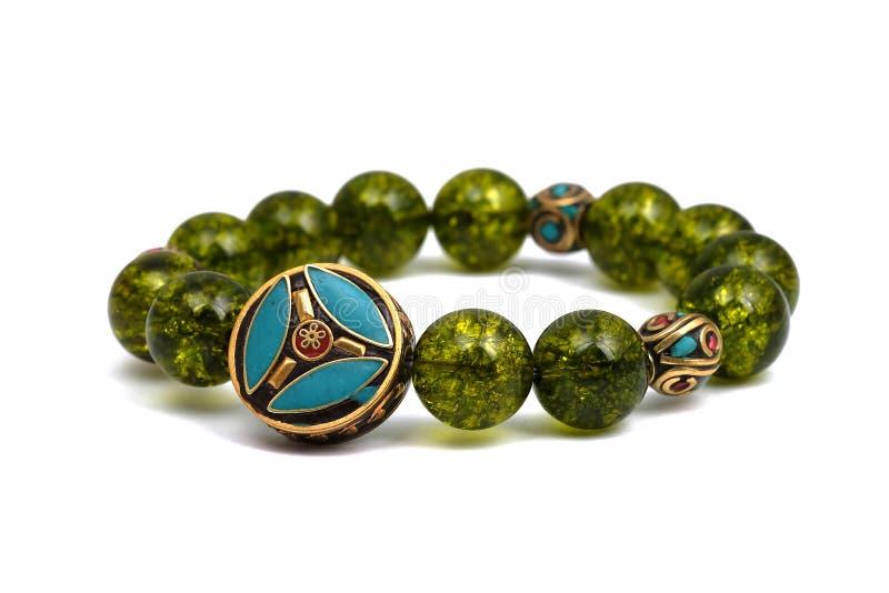 橄榄石镯子小珠绿色矿石幸运的石头装饰丝毫查克拉护身符 免版税库存图片